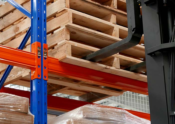 Pallet racking beams at Machineryhouse, New Zealand